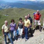 Wandernde Sänger mit Anhang am Gipfel des Helm (Monte Elmo)